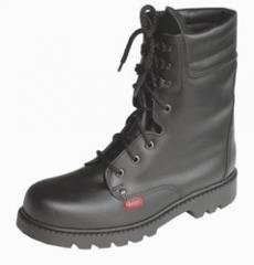 Military ankle boots landing