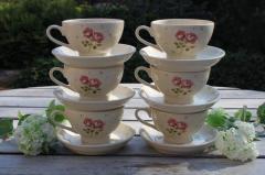 Порцеланови чашки и чинийки