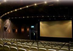 Urządzenia oświetlające dla teatrów, kin i estrad