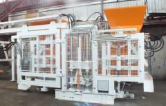 Vibrating machines for the production of paving