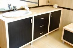 Łazienka klon i czerń