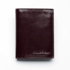 Brązowy skórzany portfel w drewnianym pudełku