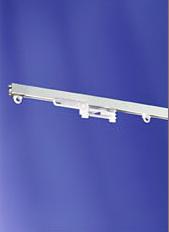 Wysokiej jakości karnisze dostosowane do różnych kształtów okien.