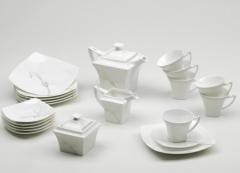 Różnego rodzaju filiżanki porcelanowe z spodkami