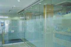 Ścianki i drzwi cało-szklane
