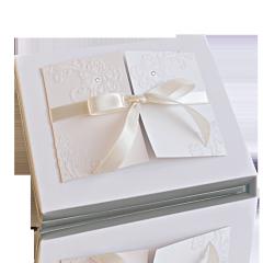 Aksamitne pudełko ze wstążeczką na 12 czekoladek