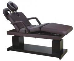 Komfortowy fotel masujący gwarantuje odprężenie i relaks.  Nowoczesny design dopasowuje się idealnie do gabinetów kosmetycznych czy salonów SPA. Prosty w obsłudze dzięki sterowaniu pilotem umożliwia wykonanie relaksującego masażu.