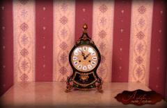Elegancki zegar w stylu Charlesa Boulle z końca