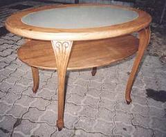 Stolik stylizowany z blatem szklanym