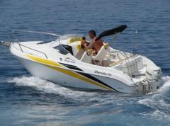 Olympia 570 holiday jest kabinową łodzią rekreacyjno-sportową, która znakomicie sprawdza się na wodach śródlądowych i morskich przybrzeżnych.