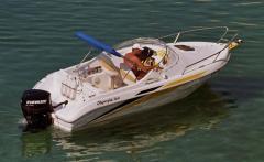 Olympia 560 jest kabinową łodzią, idealną dla tych, którzy cenią wygodę i wypoczynek na wodzie, narciarstwo wodne, wędkarstwo lub po prostu rejsy na wodach śródlądowych i morskich przybrzeżnych.