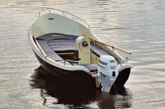 Olympia 440 classic jest małą łodzią zaprojektowana na wody śródlądowe i przybrzeżne.  Wyróżnia się doskonałym hydrodynamicznym kadłubem, dużym kokpitem z obszernym rozkładanym miejscem do opalania jako wyposażenie opcjonalne.