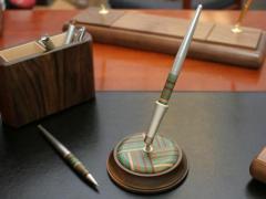 Ekskluzywny stojak z długopisem Woodessen Rainbow Derby 2 - Orzech