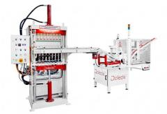The equipment for manufacture of candle