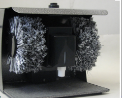 Devices for cleaning footwear
