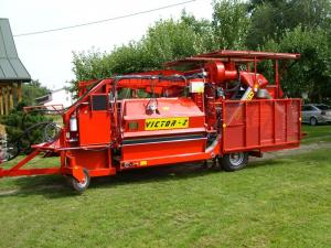 Blackcurrant harvester