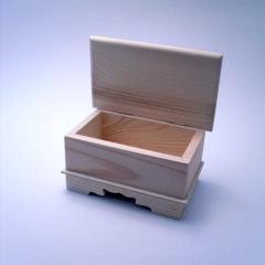 Szkatułka drewniana zamykana ze zdobieniem 15x9x9 cm