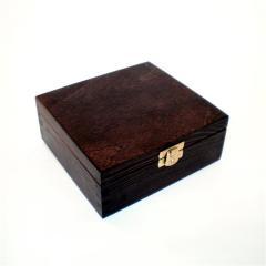 Pudełko drewniane zamykane malowane 15x15x6 cm