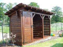 Drewutnia prosta z małym domkiem