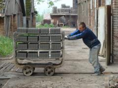 Transport cegły do suszarni polowej.