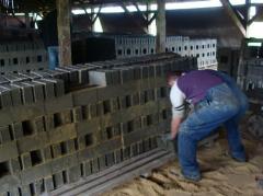 Solid building bricks