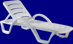 Łóżko-leżak plażowo-basenowy plastikowy.