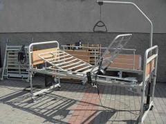 Łóżko rehabilitacyjne sterowane elektrycznie na pilota