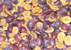 Frozen plums