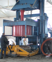 Machines for the production of concrete rings