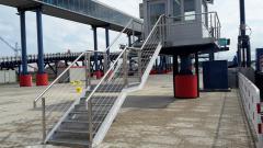 Konstrukcje zabezpieczające na  schodach
