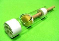 Aparat tłoczkowy do znakowania matki pszczelej szklany