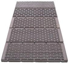 Ruszty podłogowe (stalowe i z tworzyw sztucznych)