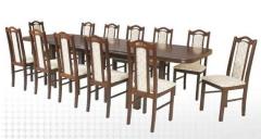 Długi drewniany stół z kompletem krzeseł