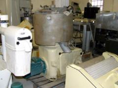 Topiałka do serów, z dolnym mieszadłem o regulowanej szybkości obrotów
