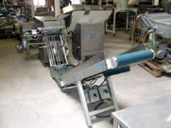 Linia do zadawania/orientowania i pakowania bułek w opakowania zbiorcze (woreczki) z zamknięciem na klips plastykowy z wtopionym drutem