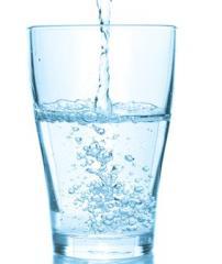Woda mineralna, źródlana, naturalna