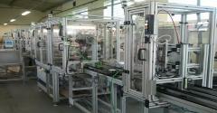 Linia montażowa do montażu gniazdka elektrycznego wykonana w oparciu o system montażowy profili Bosch Rexroth. Transport pomiędzy poszczególnymi stacjami z wykorzystaniem systemu paletkowego firmy Bosch Rexroth TS 2+