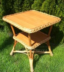 Stół ogrodowy wykonany z wikliny