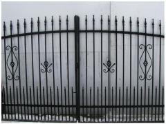 Brama ozdobna z profilu z furtką i ze słupkami 4 m