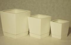 Горшки из керамики в современном стиле с блюдцем