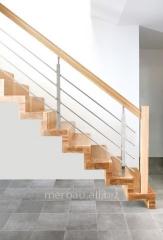 Schody dywanowe, schody mieszkaniowe / domowe drewniane z poręczą będącą połączeniem drewna i stali szlachetnej.