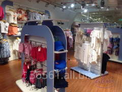 Wyposażenie sklepów z asortymentem dla dzieci i niemowląt – systemy sklepowe FIKA, NUT i SQUARE