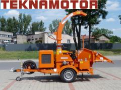 Mobile drum chipper with a combustion engine