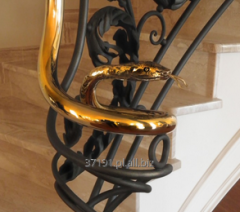 Estetyczne wykończenie balustrady kuta ręcznie poręcz.