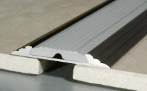 Listwa progowa z wkładką antypoślizgową (guma)