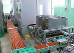 The device flooding molds for candy, jellies,