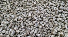Pellet drzewny,  o wymiarach od 6 mm do 8 mm, produkowany w objętości od 500 ton do 1000 ton miesięcznie.