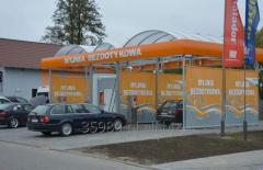Modular self-service car wash with a housing made