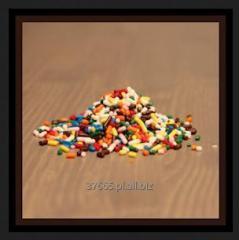 Posypki cukrowe dekoracyjne, w tym smakowe i nietopliwe.