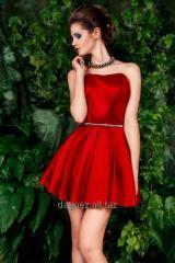 Twiggi mini rozkloszowana sukienka mini z dopasowaną górą kusząco odsłaniającą ramiona i eksponującą talię.
